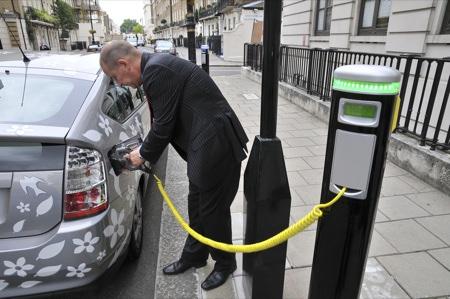 Elektrikli araçlara ücretsiz şarj istasyonu!.